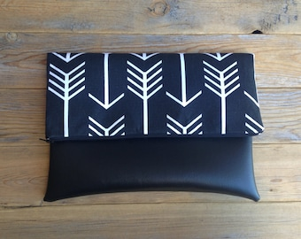 Thin Black and White Arrow Print Fold Over Clutch