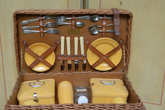 vintage english picnic basket 1940s coracle made in england. Black Bedroom Furniture Sets. Home Design Ideas