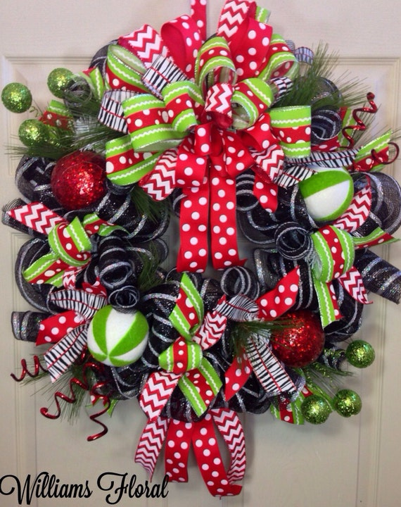 Christmas mesh wreath - Admirable christmas wreath decorating ideas to welcome the december ...