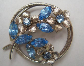Pale Blue Flower Brooch. Circle Floral Pin.