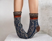 Handknit soft thick wool socks  women men partly eco uprecycled merino wool yarns peruvian pattern to buy europe - WoolSpace