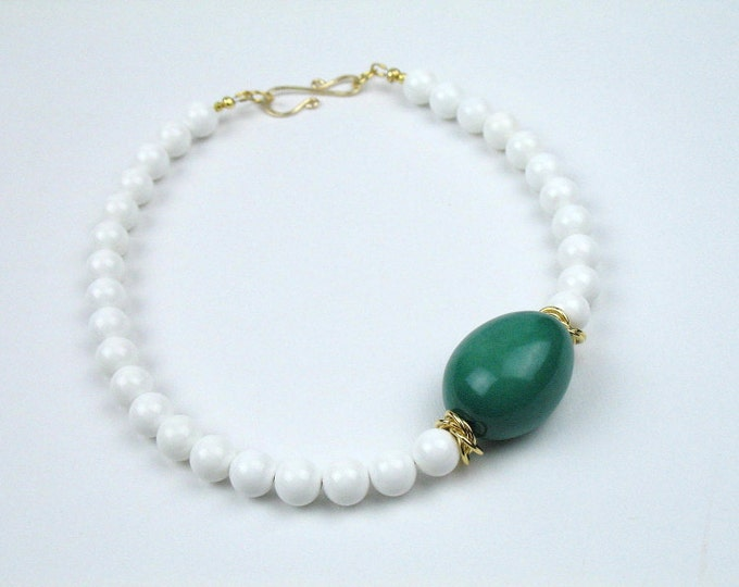 Bead Necklace in Green and White with White Sea Shell and  Emerald Green Tagua Nut / Womens Gift for Her /  Eco-Friendly Jewelry