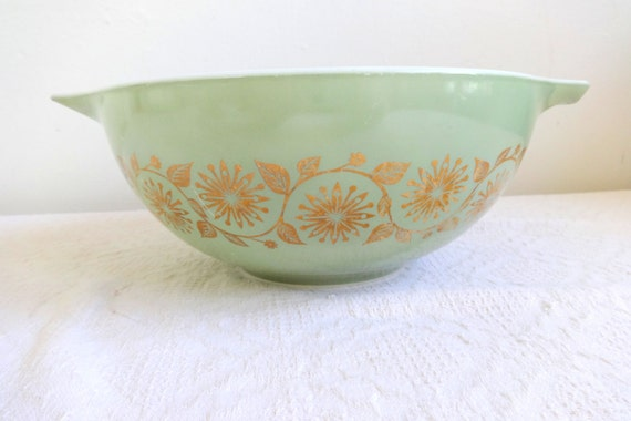 Pyrex Green Medallion Promotional Cinderella Bowl