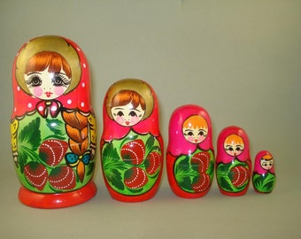 Vintage big set of 5 Russian Nesting Dolls With Strawberries