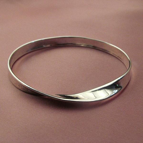 Mobius strip bangle bracelet