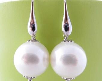 White pearl earrings, dangle earrings, sterling silver 925 earrings, bridesmaid earrings, bridal jewelry, italian jewelry, wedding jewelry