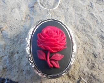 Cameo Locket!!! Red Rose on Black!!! High Quality!!!  Weddings, Photos, Keepsakes, Christmas