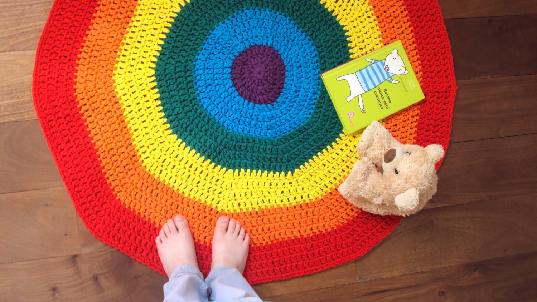 tapis de jeu darc en ciel waldorf tapis au crochet tapis. Black Bedroom Furniture Sets. Home Design Ideas