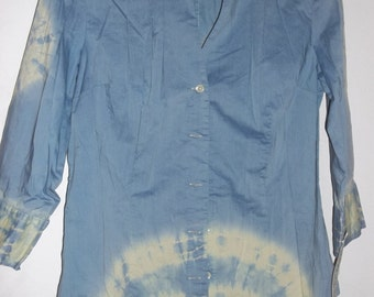 TIE DYED BLOUSE, , Size 10, Cotton and Spandex stretch, fitted, tailored with cuffs, preppy, is an Ann Taylor resale item was tan and dyed