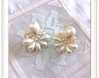 earrings // white Earrings // pearl earrings // cream earrings // bride earrings // Bridesmaid earrings // wedding earrings // drop earrings