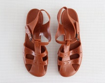 vintage brown jellies/ 80s plastic jelly shoes/ teen girl beach sandals size 5-6