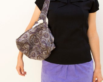 Sac à main Baluchon en cuir velours gris sérigraphié, sac porté épaule, sac moderne, sac en cuir