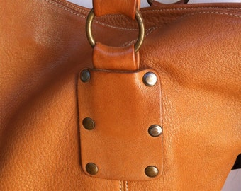 Very nice and big bag in genuine leather beige-caramel.
