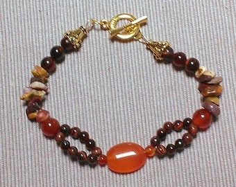 grand canyon: stone bead bracelet featuring mookiate chips, red tigereye and carnelian