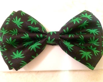 Black and Green Mary Jane Pattern Bow Tie / Necktie