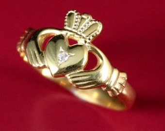Ladies Claddagh ring. 14k, 10k white or yellow gold or platinum diamond claddagh celtic ring.