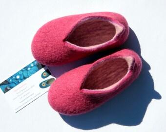 wet felted RASPBERRY slippers felt baby slippers child felt slippers / handmade house baby shoes baby FELT BOOTIES