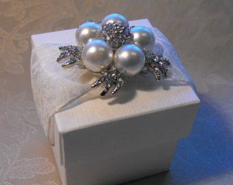 Luxurious Lace and Pearl Wedding Favor (Favour)