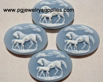 25mm x 18mm horse and foal horizontal resin cameos white on blue 4 piece lot l