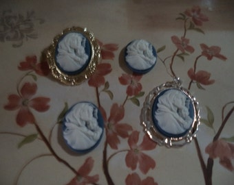 25mm x 18mm Virgin Mary and Baby Jesus resin cameo white on blue 4 pcs lot l