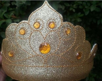 This Golden Tiara fits the 5x7 hoop and the 1/4 inch headband.
