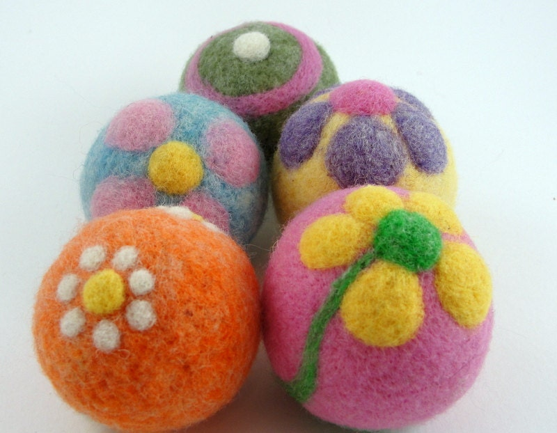 how to use felted wool dryer balls
