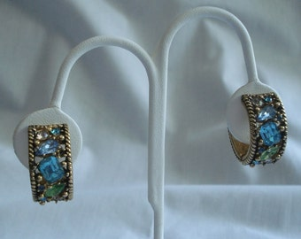 Barclay Vintage Jewelry Earrings Rhinestones Gold Tone 02408