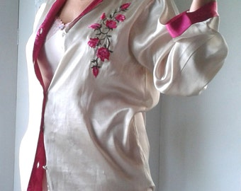 20 % OFF ~ 1970's Dressing Gown with beautiful embroidered flower detail