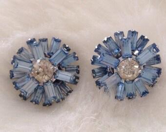 Blue Stone Pierced Earrings, Spinning, 3/4 Inch in Diameter