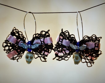 Earrings with laced bows & skulls_