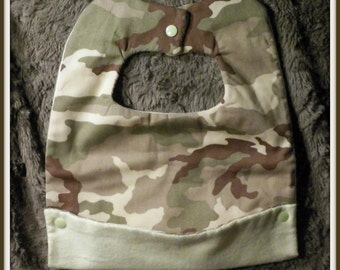 Camo baby bib with front pocket