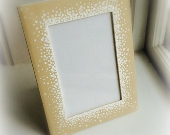 Dotted Frame in Beige