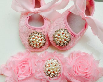 Pink lace baby shoes, pink crib shoes, newborn lace shoes, first walkers shoes, princess shoes, ballerina shoes