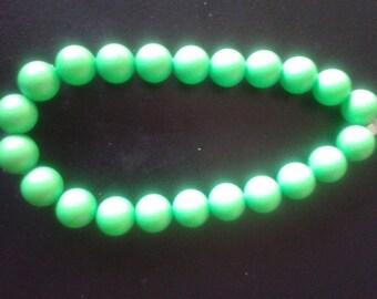 bracelet using bright green swarlfski beads