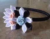 Cerchietto kanzashi nero con petali neri bianchi e roselline