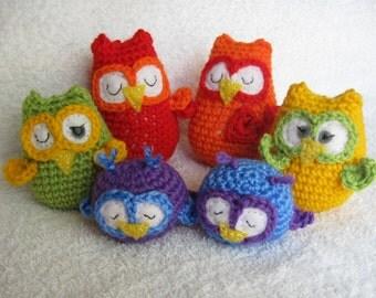 Cute, crocheted Sleepytime Owl Family in a rainbow of colours!