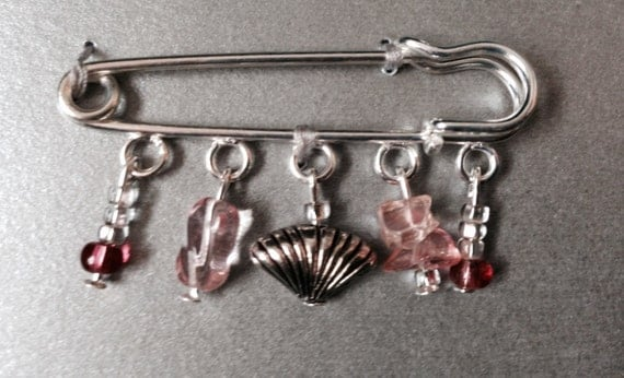 Pink shell kilt pin, beaded