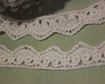 White Cotton Scallop Lace Trim