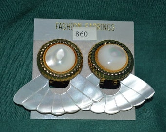 SALE...Beautiful Vintage Mother of Pearl Carved Door-Knocker Earrings (1017158)