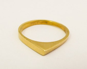 Minimalist gold wedding ring, Women's gold wedding ring, Geometric wedding ring, 14/18 karat solid gold triangle ring, Simple wedding band