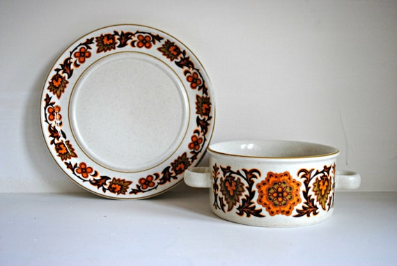Set of 4 1960s Vintage Soup Bowsl and Matching Plates