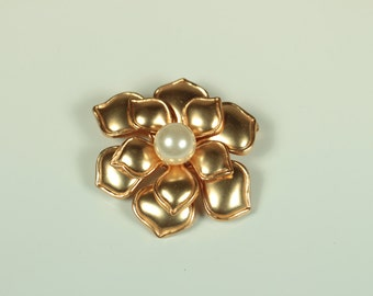Gold and Pearl Flower Brooch