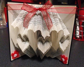 Book Folding Pattern for Hearts in a Row +FREE TUTORIAL