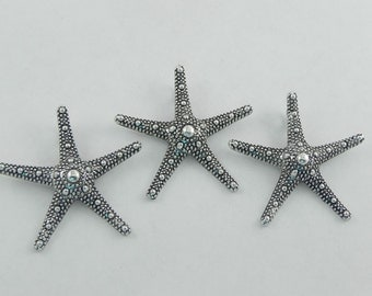 5 Starfish Charm Pendants - Antiqued Silver - Textured - 37mm