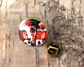 Playing cards - round lapel tie pin tack - Alice in Wonderland illustration - Painting the roses red - Bronze tone vintage steampunk badge