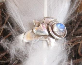 Love Bird with rainbow moonstone, bird with heart ring, bird totem ring, bird gemstone ring, sterling ring,  moonstone ring