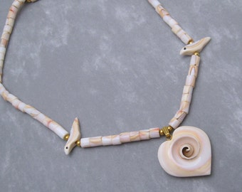 Shell Necklace Vintage Heart Pendant Seventies Jewelry X104