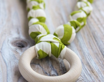 Green chevron organic cotton nursing / babywearing necklace - wooden beads, ecological teething ring and organic cotton - Free Shipping