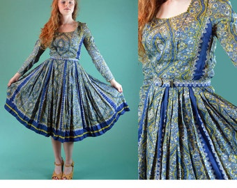 Vintage  50s Dress / Paisley Dress Rick Rack Trim Full Skirt 1950s Day Dress / Square Neckline Handkerchief Print Dress S / M