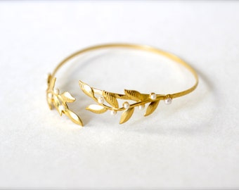 Twigs & Pearls Arm Bracelet, Arm Band, Arm Cuff, Arm Bracelet, Gold leaves Wire Wrap Bracelet, Bridal Jewelry, Wedding Bracelet, Greek Style
